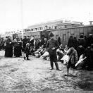 Казарма, предоставляемая под помещение для переселенцев на время усиленного движения